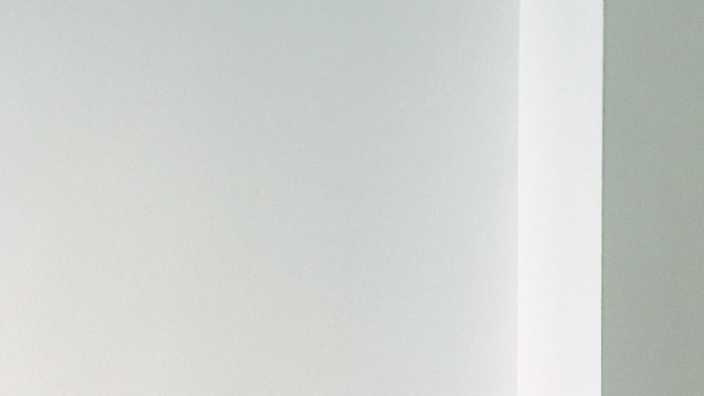 白とグレーの壁の無料バーチャル背景素材