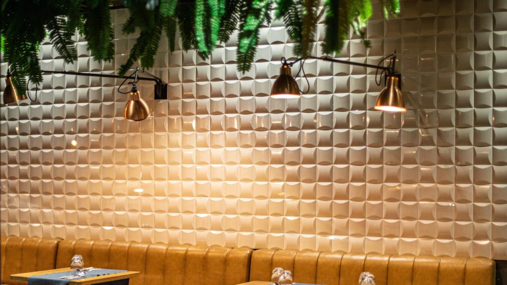 カフェのタイルの壁とライトの無料バーチャル背景素材