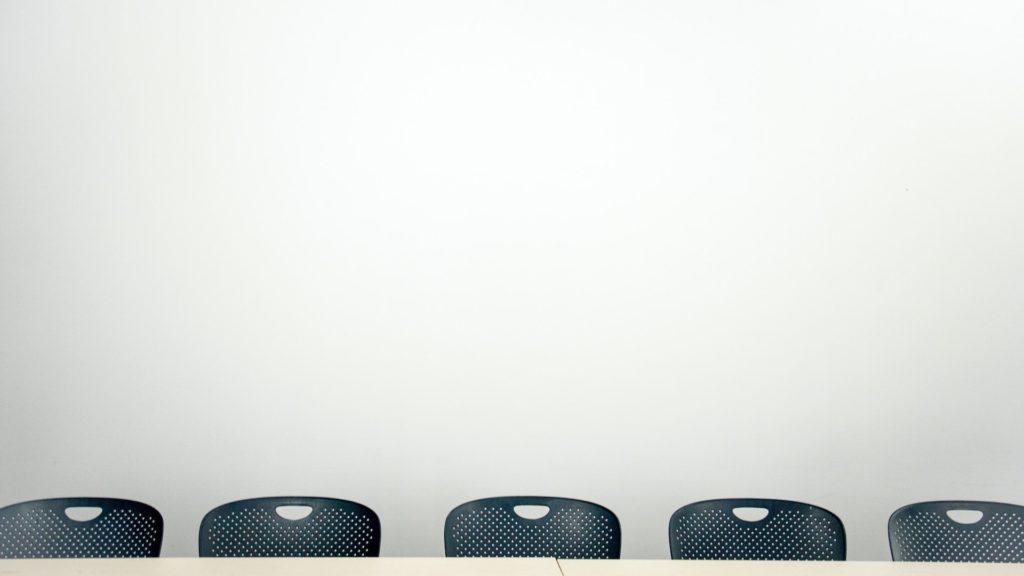 会議室と横並びの椅子の無料バーチャル背景素材