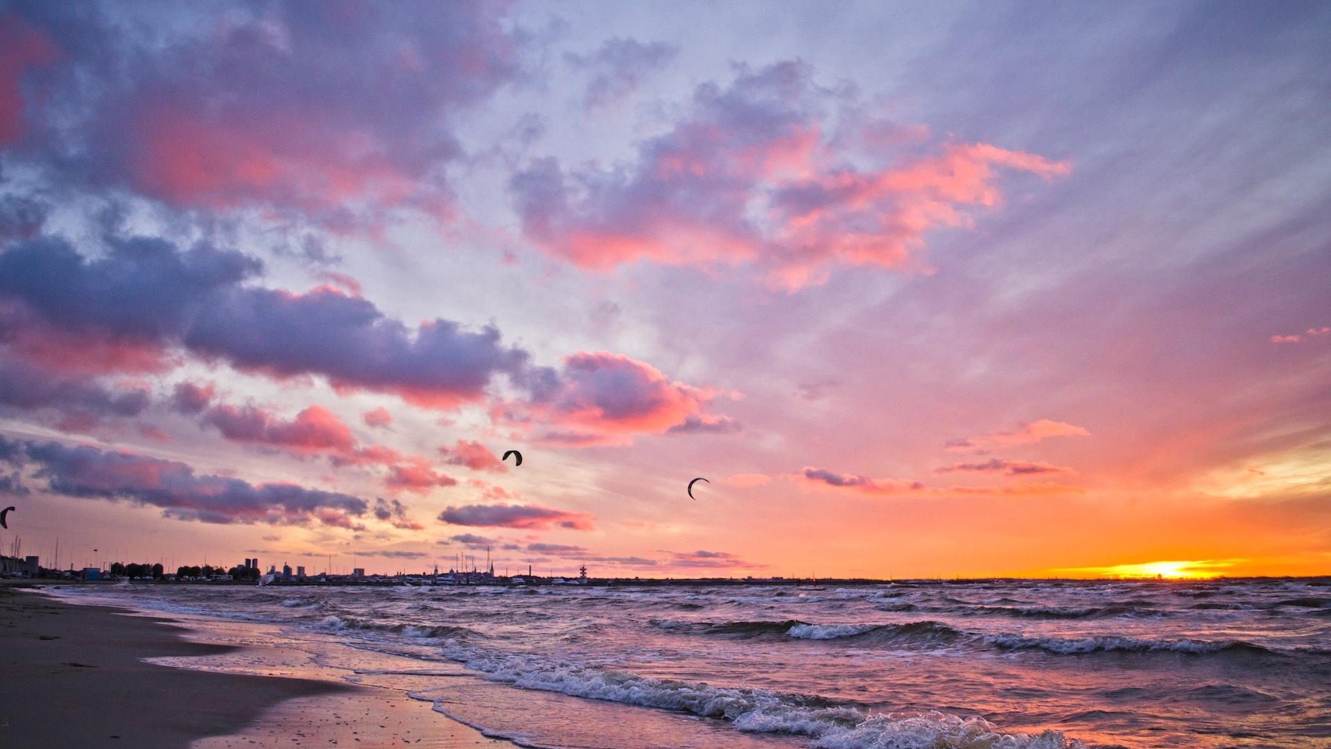 夕暮れの雲と海の無料バーチャル背景素材