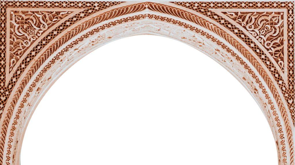 アラベスク模様のアーチ状の枠のバーチャル背景