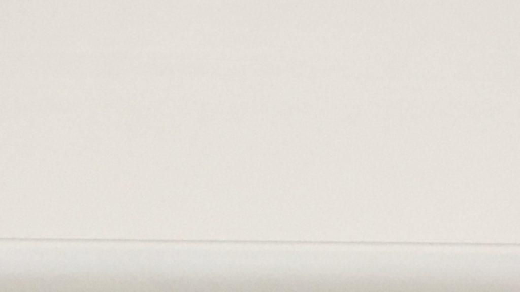 シンプルな白い壁と細いラインの無料バーチャル背景素材