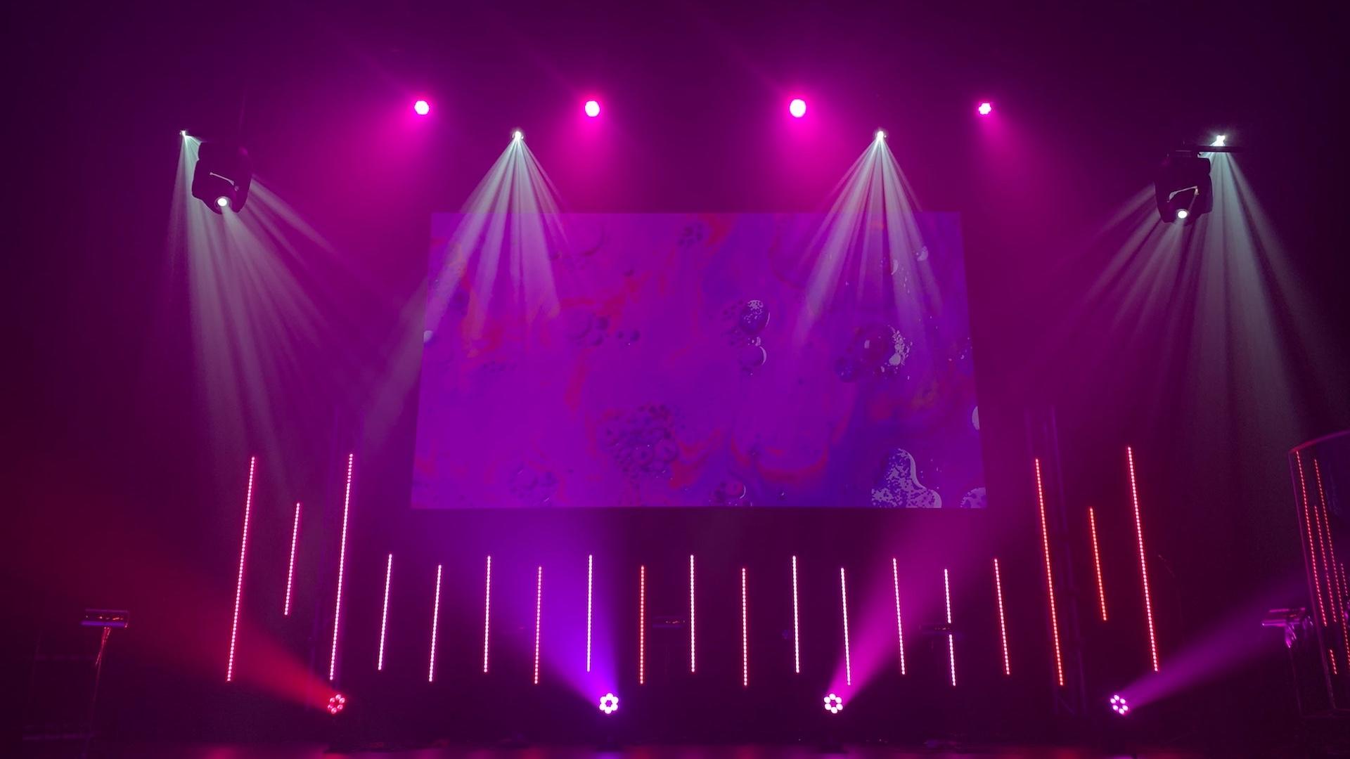 紫のライトのステージの無料バーチャル背景素材