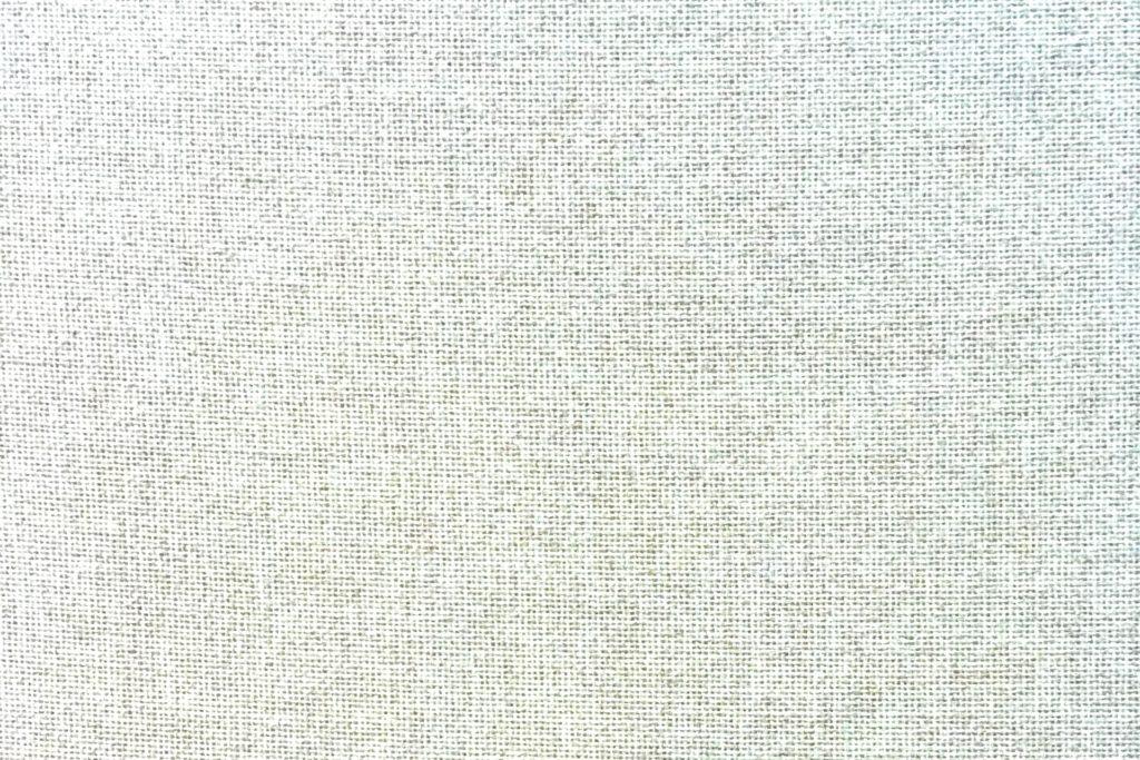 白っぽい布地の壁