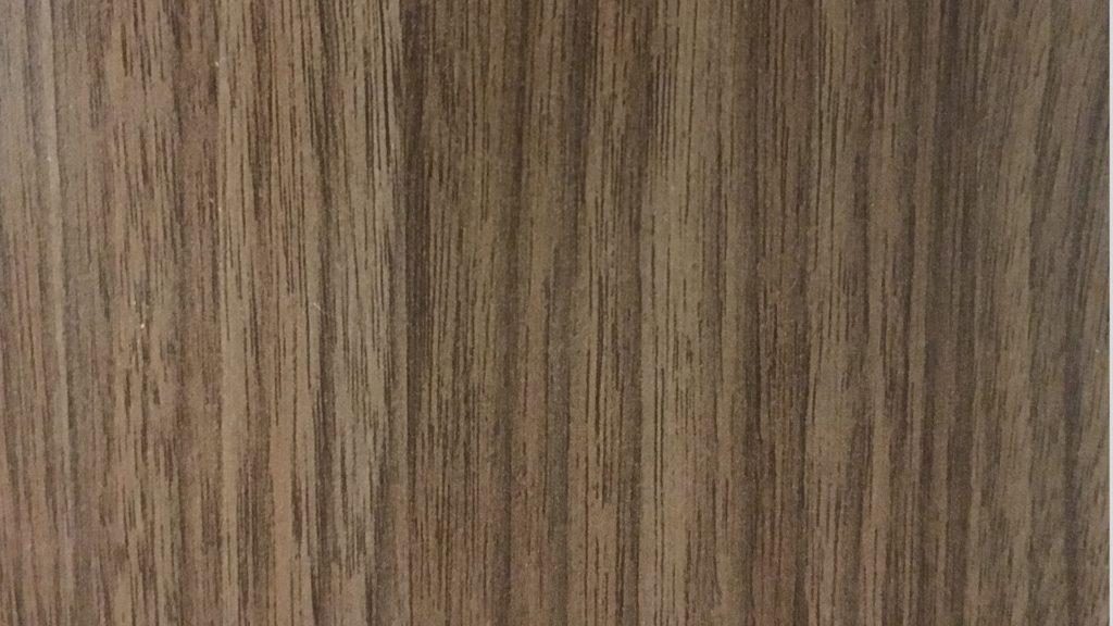 ダークブラウンの木目の壁