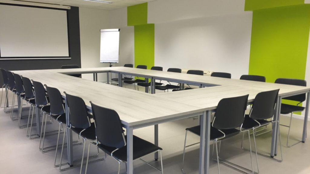 緑の壁の会議室