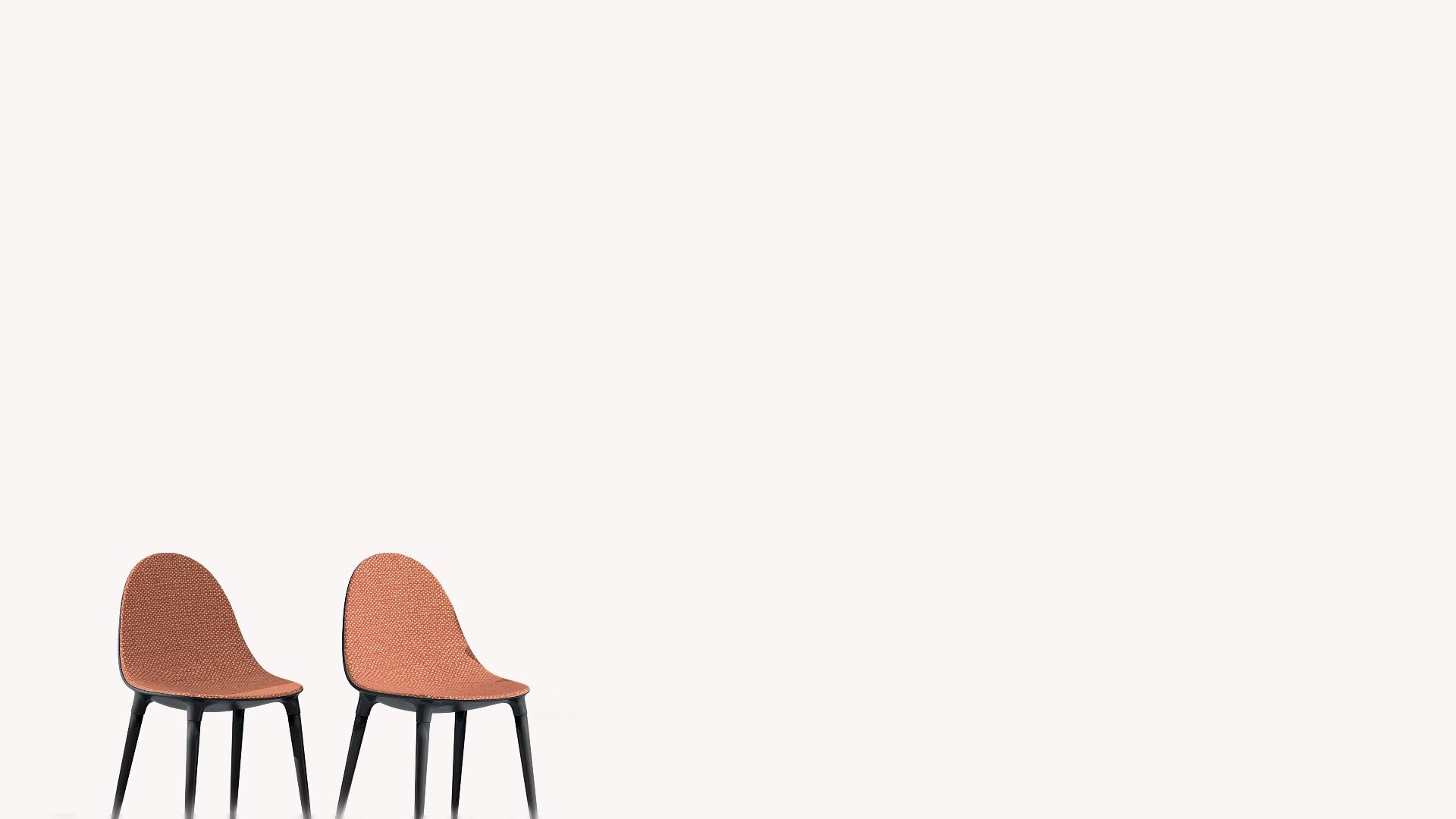 2つのオレンジの椅子