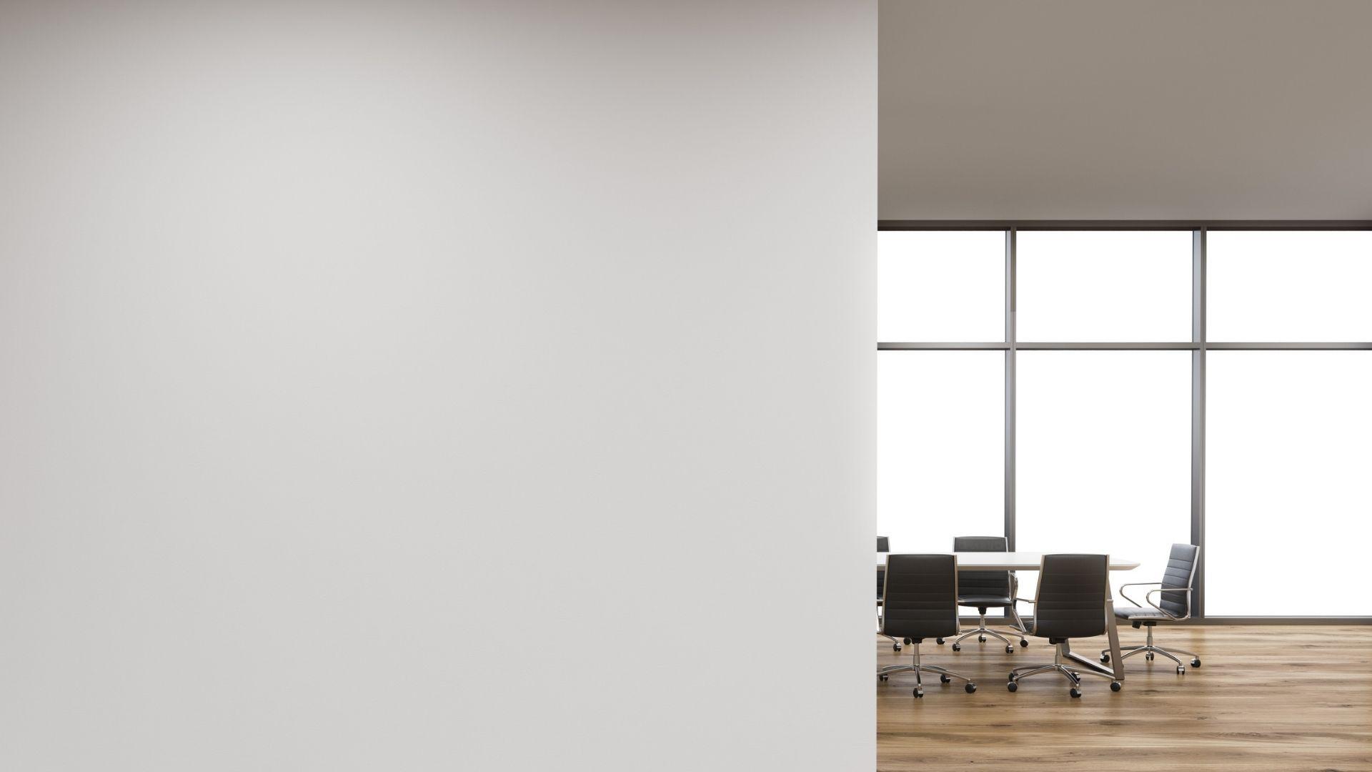 白い壁とオフィス